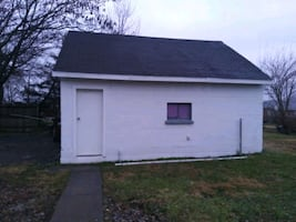 Im leaseing this two car garage out