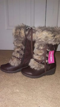 pair of black-and-brown fur boots Nashville, 37013