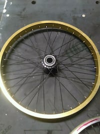 round black and yellow bicycle wheel Bakersfield, 93305