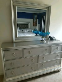 white wooden dresser with mirror Clinton, 20735
