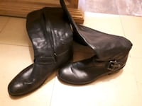 pair of black leather boots London, N5Z 3V5