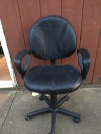 Black office chair. Adjustable seat height and flexible back. Darien, 60561