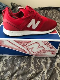 New balance low top sneakers. Size 11R New York, 10465