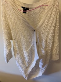 H&M sweater white brand new Xs Vancouver, V5N 5N1