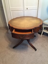 Solid wood antique table needs a new home to love it Maple Shade, 08052