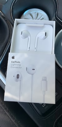 Apple earphones  Mississauga, L5V
