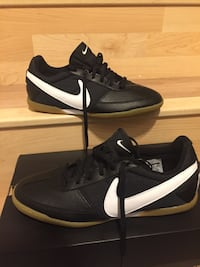 Pair of black-and-white nike sneakers Frederick, 21702