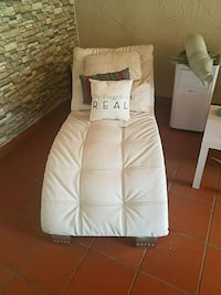 White leather chase lounge chair Miami, 33186