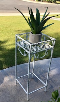 40 inch high metal stand with artificial plant Bakersfield, 93311