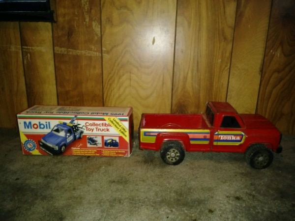 1995 collectable mobile tow truck 8d7cf904-355c-4a7d-bb24-707923b7dd4c