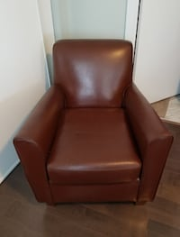 2 Leather club chairs. + FREE matching ottoman Toronto, M4Y 2L1