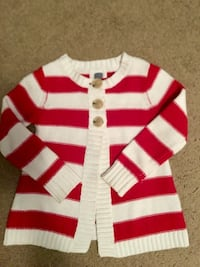 Cute girls sweater in excellent condition. Pittston, 18640