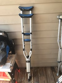 gray and blue under arm crutches Sterling, 20166