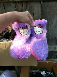 pink and and furry Hello Kitty slippers Visalia, 93291