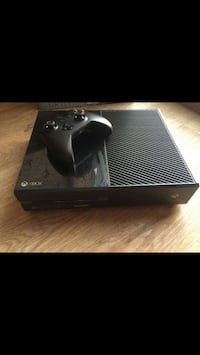 Black xbox one console with controller Youngtown, 85363