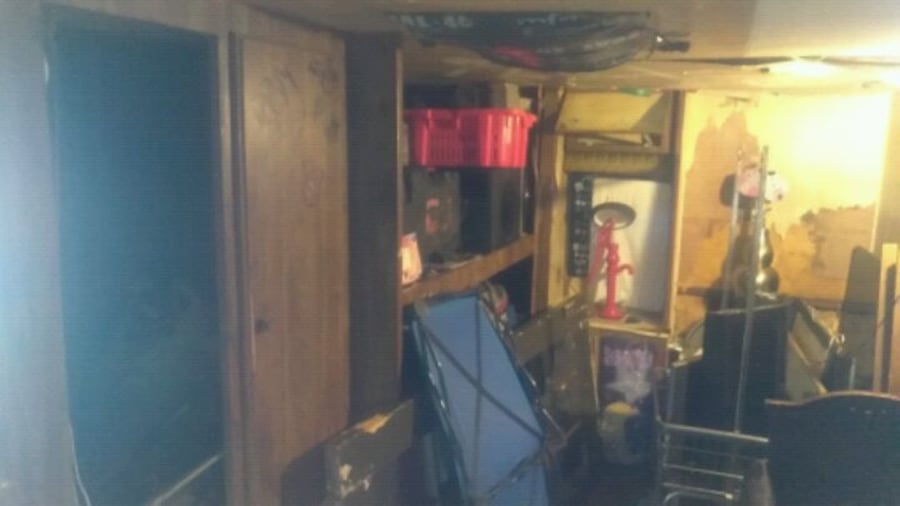 !NEED GONE NOW! RV   needs work must tow away 54aee79e-3c21-4399-b2fc-9e6bc3b19519