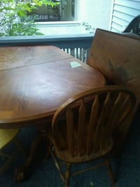 oval brown wooden table with four chairs dining set Cedar Rapids, 52403