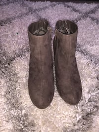Pair of taupe suede boots Chesapeake, 23325