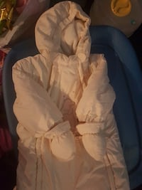 baby's white footie snow suit with mitts Cambridge, N1R 8B4