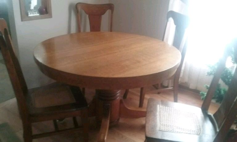 oak pedestal table w 4 cane seated t back chairs usado en venta en rh es letgo com