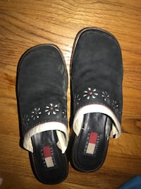 pair of black leather slip-on shoes Los Angeles, 91423