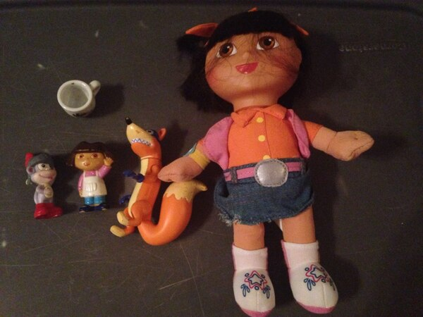 Lot Dora the explorer doll and toys action figures 382bd002-dbff-4c00-b354-34c30b2853d5
