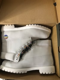 pair of white Timberland work boots in box Grand Rapids, 49548