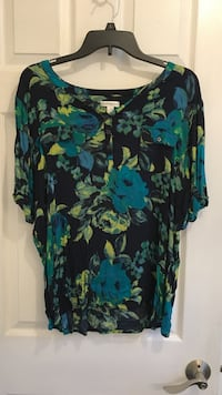 women's black, blue, and yellow floral blouse Wilmington, 19802