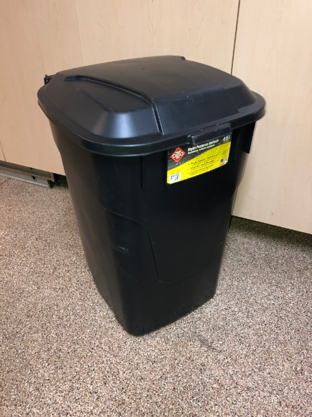 Photo 45 Gallon Rolling Garbage Can