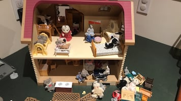 Calico critters house with critters and accessories