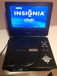 Insignia Portable DVD Player 7""