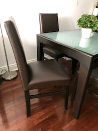Expandable kitchen table and chairs