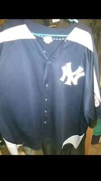 blue and white New York Yankees jersey shirt El Paso, 79905