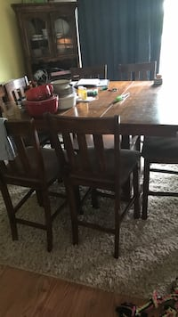 Rectangular brown wooden table with four chairs dining set Stephens City, 22655
