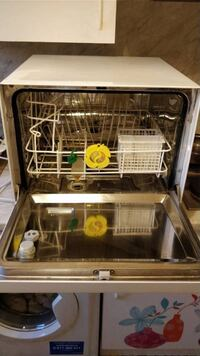 Petite lave-vaiselle en bon condition (Dishwasher in good condition) COURBEVOIE