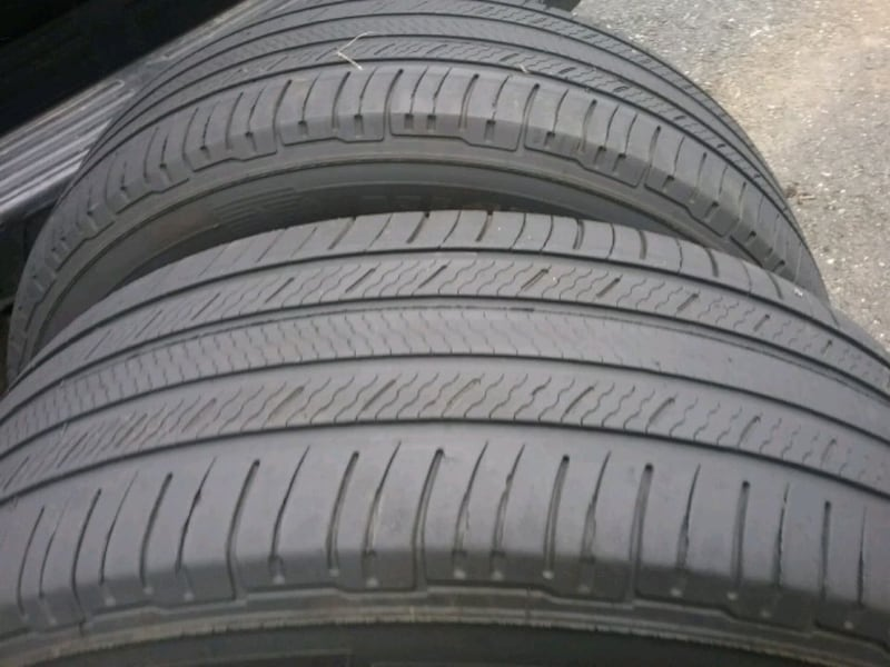 2 Michelin 235 65 18..... tires 6
