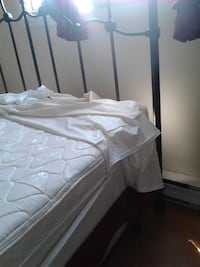 Queen bed, moving sale!!! Only 2 days left LAVAL