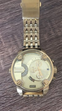 Round gold  chronograph watch with link bracelet London, N6E 2A1