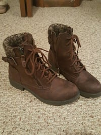 Like New!!! Sweater Shoes/boots Apple Creek, 44606