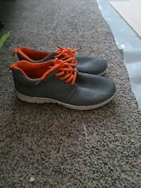 Selling shoes Sioux Falls, 57106