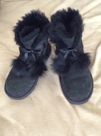 black suede fur-lined snow booties Beverly Hills, 90211