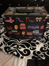 Great on the go makeup bag holds tons of stuff easy to store away. Bel Air, 21014
