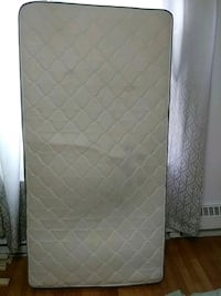 quilted white and gray floral mattress Montréal, H3S 1J1
