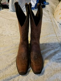 Womens leather cowboy boots size 6.5 Mississauga, L5N 1T1
