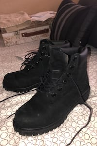 Size 4 boys all black Timberland boots