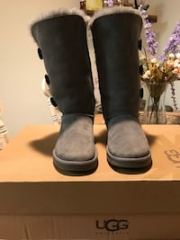 UGGS tall grey boots Centreville, 20121