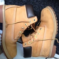 Pair of brown timberland work boots St Catharines, L2R 3Y4