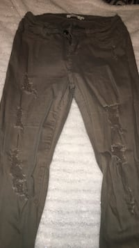 Size 9 olive ripped jeans Manteca, 95336