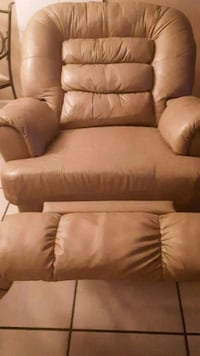 Tan leather Rocker. GREAT CONDITION. Marrero, 70072