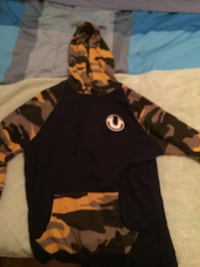 True religion sweater navy blue and camo Vaughan, L4L 9H6